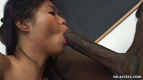 Азиатскую Крошку В Домашнем Порно Хорошенько Трахнул Ее Мускулистый Богатырь