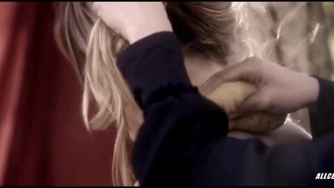 Голая Грудь Сары Батлер – Незнакомец Внутри (2013)
