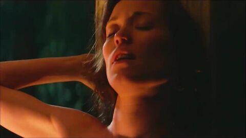 Александра Бортич Засветила Трусики – Духless 2 (2020)