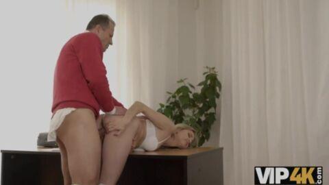 Видео Сексом Занимаются Пожилые С Молодыми